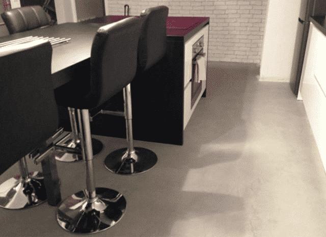Réussir la pose de béton ciré pour le sol de cuisine à Rennes